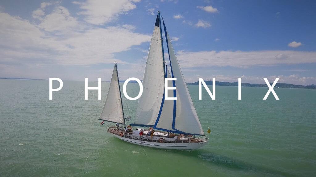 Balaton, hajózás, vitorlás, kétárbocos vitorlás, phoenix, yachtparty, kapitány, sétahajózás, csapatépítés, leánybúcsú, naplemente, romantika a Balatonon, esküvő, eljegyzés, vitorlázz a Phoenix 2 árbócos hajójával és szerezz életre szóló élményt